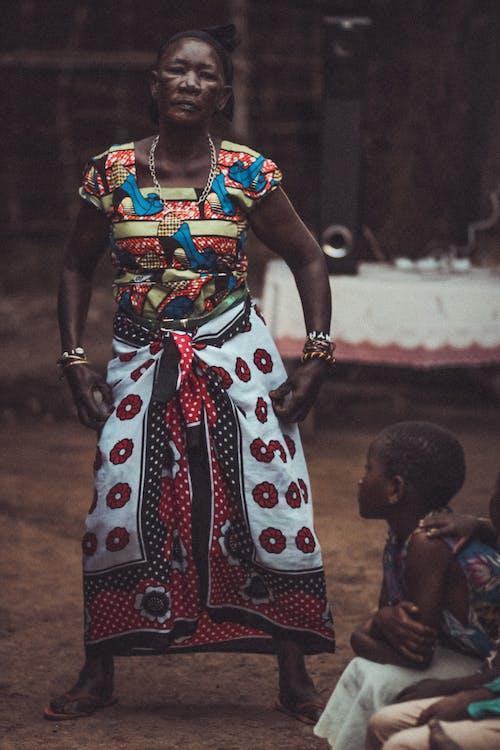 Kostnadsfri bild av afrikansk kvinna, by, dans, festival
