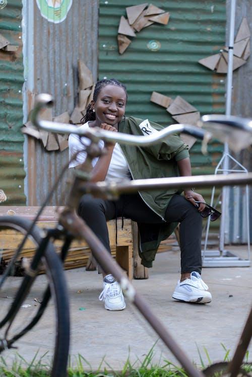 คลังภาพถ่ายฟรี ของ การจัดวาง, จักรยาน, นั่ง, ผู้หญิง