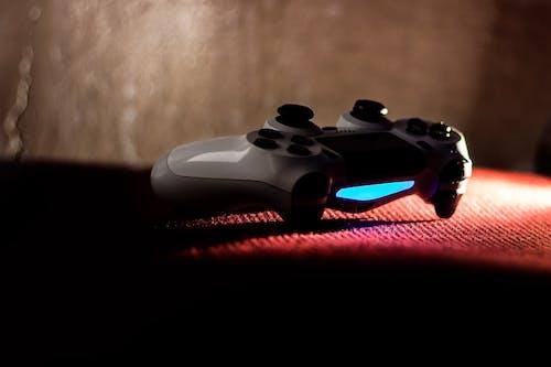Безкоштовне стокове фото на тему «dualshock, Playstation, білий, ігрова консоль»