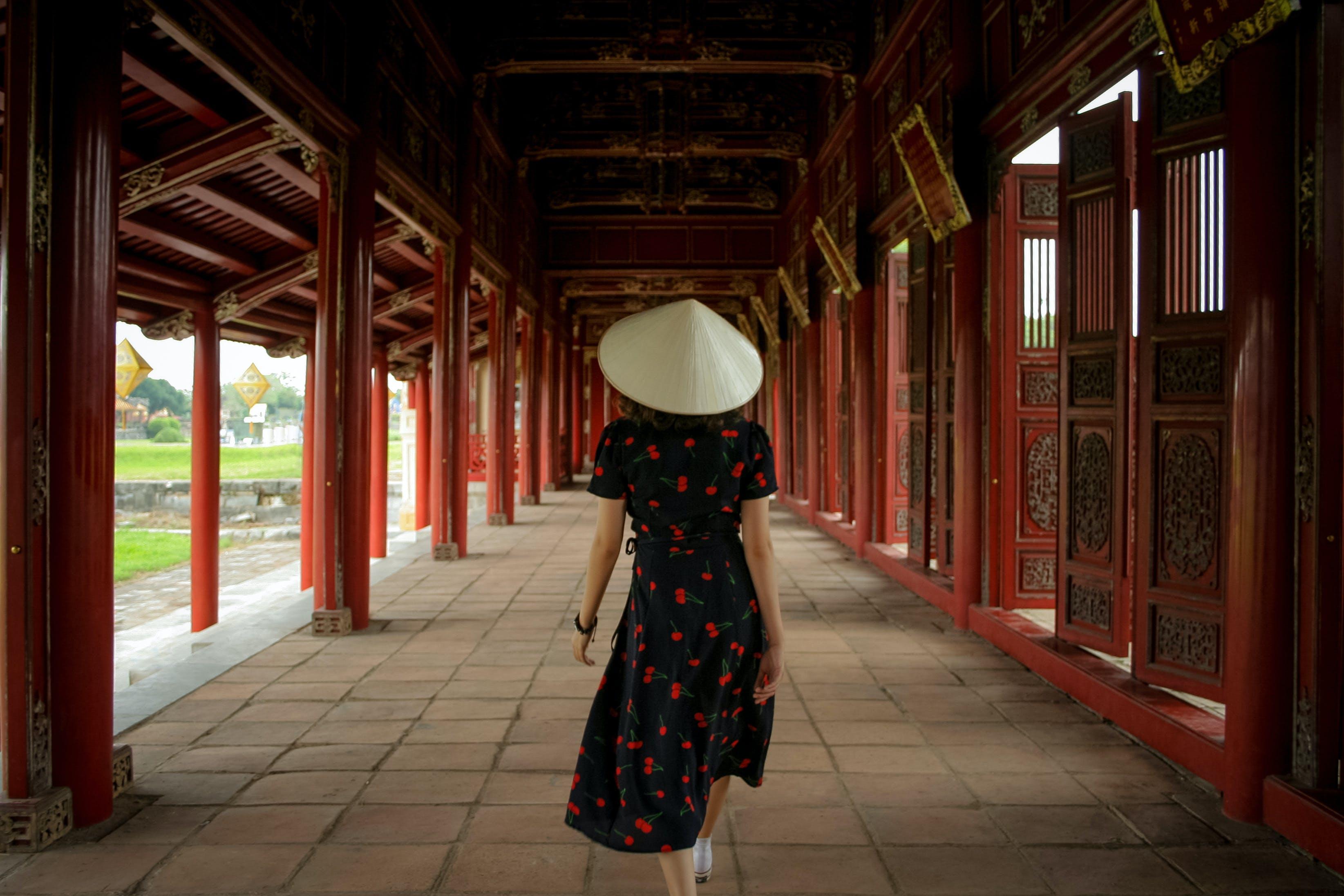 Gratis lagerfoto af arkitektur, blad hat, by, bygning