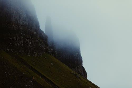 山, 岩石, 懸崖, 有霧 的 免費圖庫相片