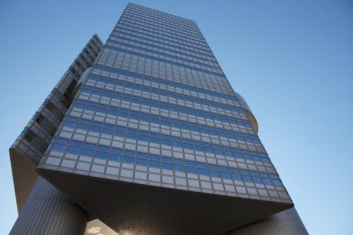 Ingyenes stockfotó ablakok, alacsony szögű felvétel, belváros, ég témában