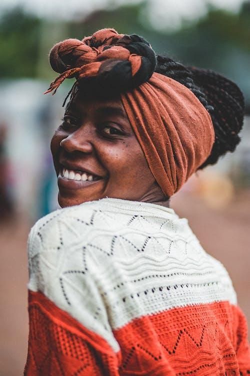 Бесплатное стоковое фото с афро-американка, вуаль, выражение лица, головной платок