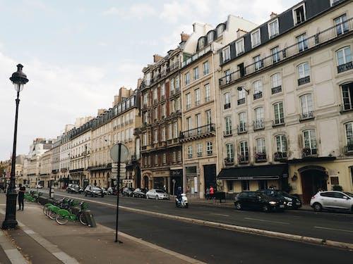 Foto d'estoc gratuïta de balcó, bici, carrer, carretera