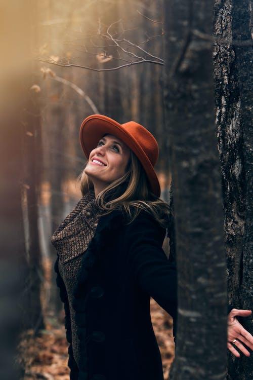 Ilmainen kuvapankkikuva tunnisteilla aikuinen, asu, glamour, hattu
