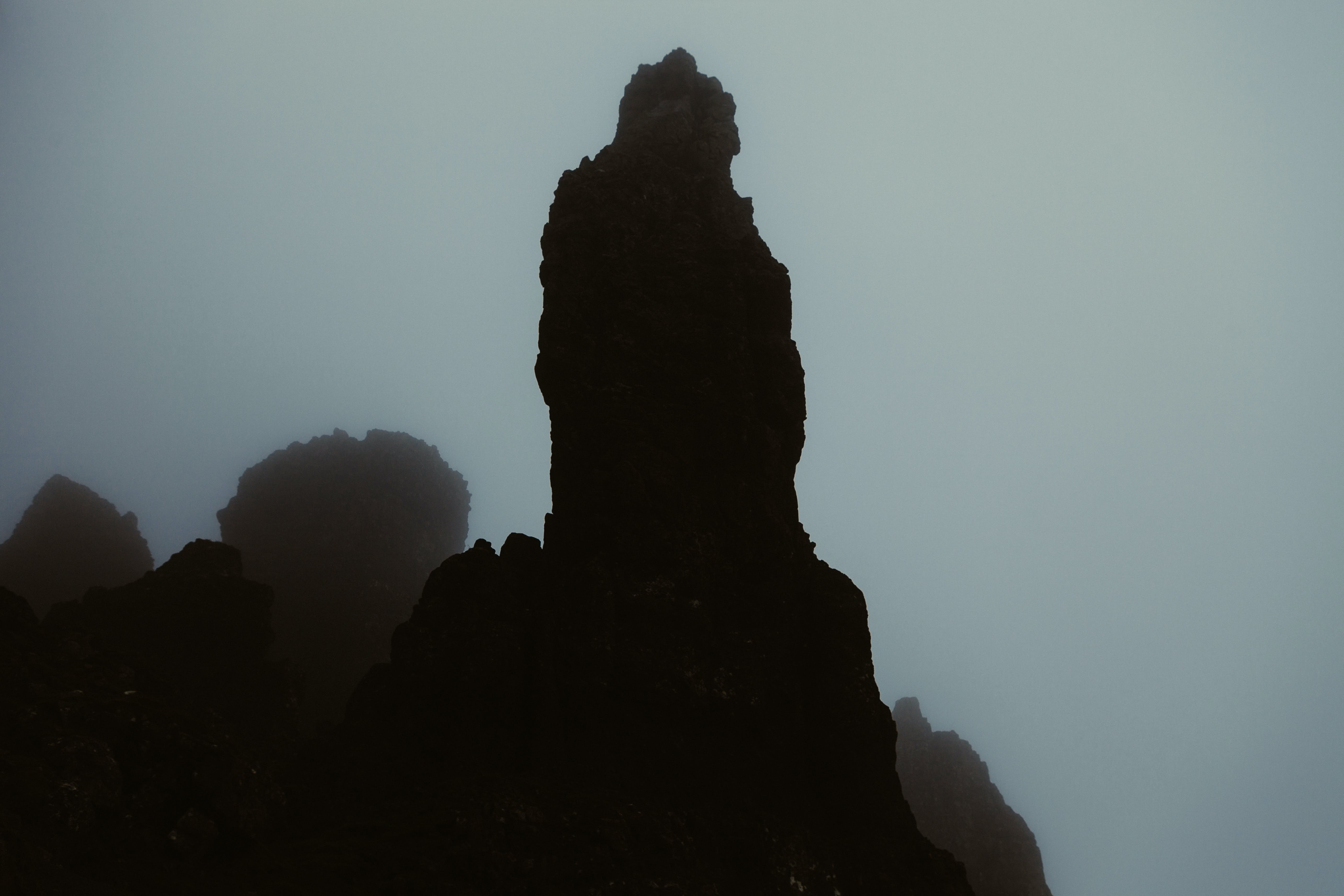 Kostenloses Stock Foto zu berge, dunkel, felsen, felswand