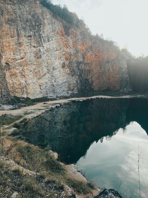 Foto d'estoc gratuïta de aigua, llum del dia, medi ambient, muntanya