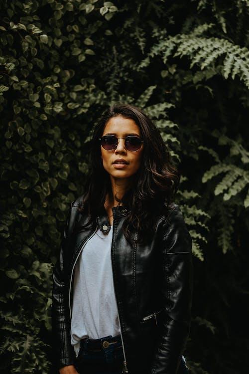 거리, 검은색 가죽 자켓, 겉옷, 까만 재킷의 무료 스톡 사진