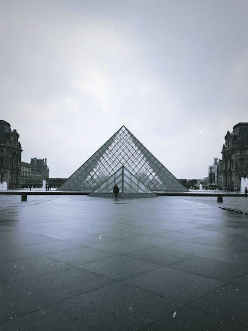 Foto d'estoc gratuïta de arquitectura, blanc i negre, ciutat, disseny arquitectònic