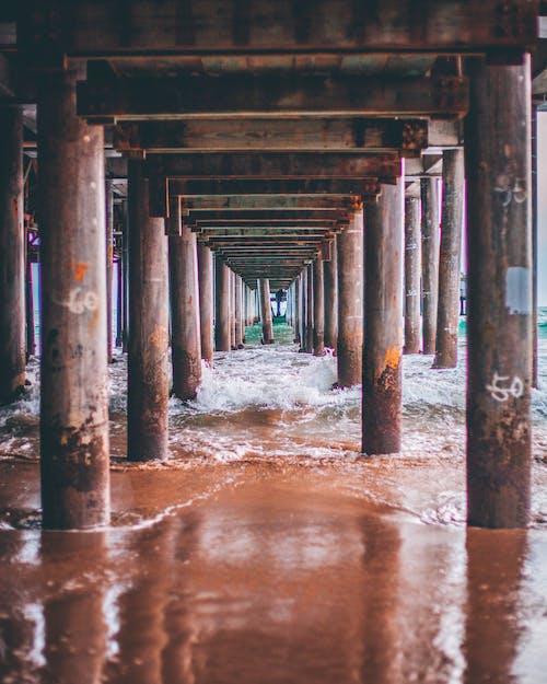 Бесплатное стоковое фото с берег моря, бетонная конструкция, вода, волны