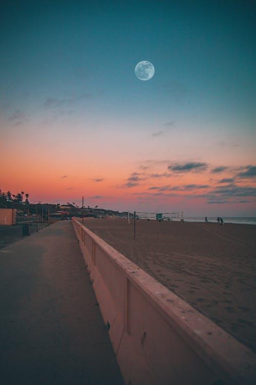 Foto d'estoc gratuïta de a l'aire lliure, a la vora de l'oceà, alba, capvespre