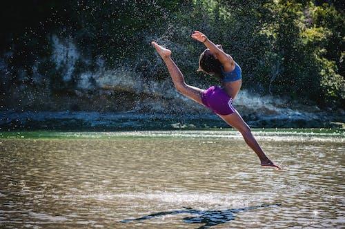 Foto profissional grátis de afro-americano, agilidade, água, árvores