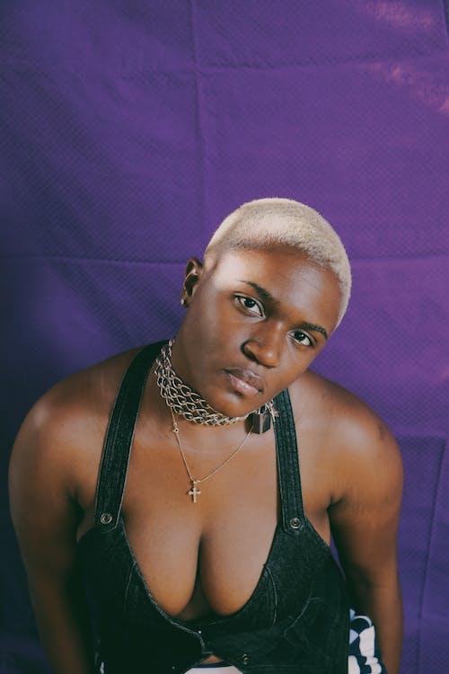 Ingyenes stockfotó afro-amerikai nő, arckifejezés, bőr, csábító témában