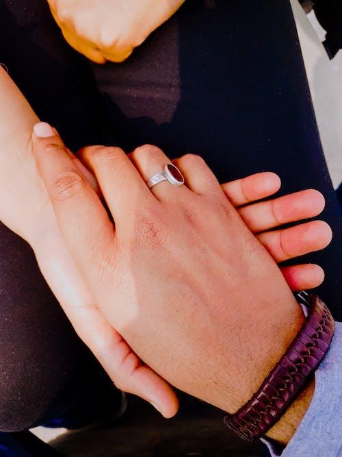 Foto profissional grátis de amantes, eu te amo, mãos