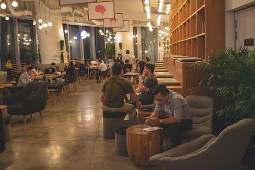 Бесплатное стоковое фото с кофейня, люди, люди работающие