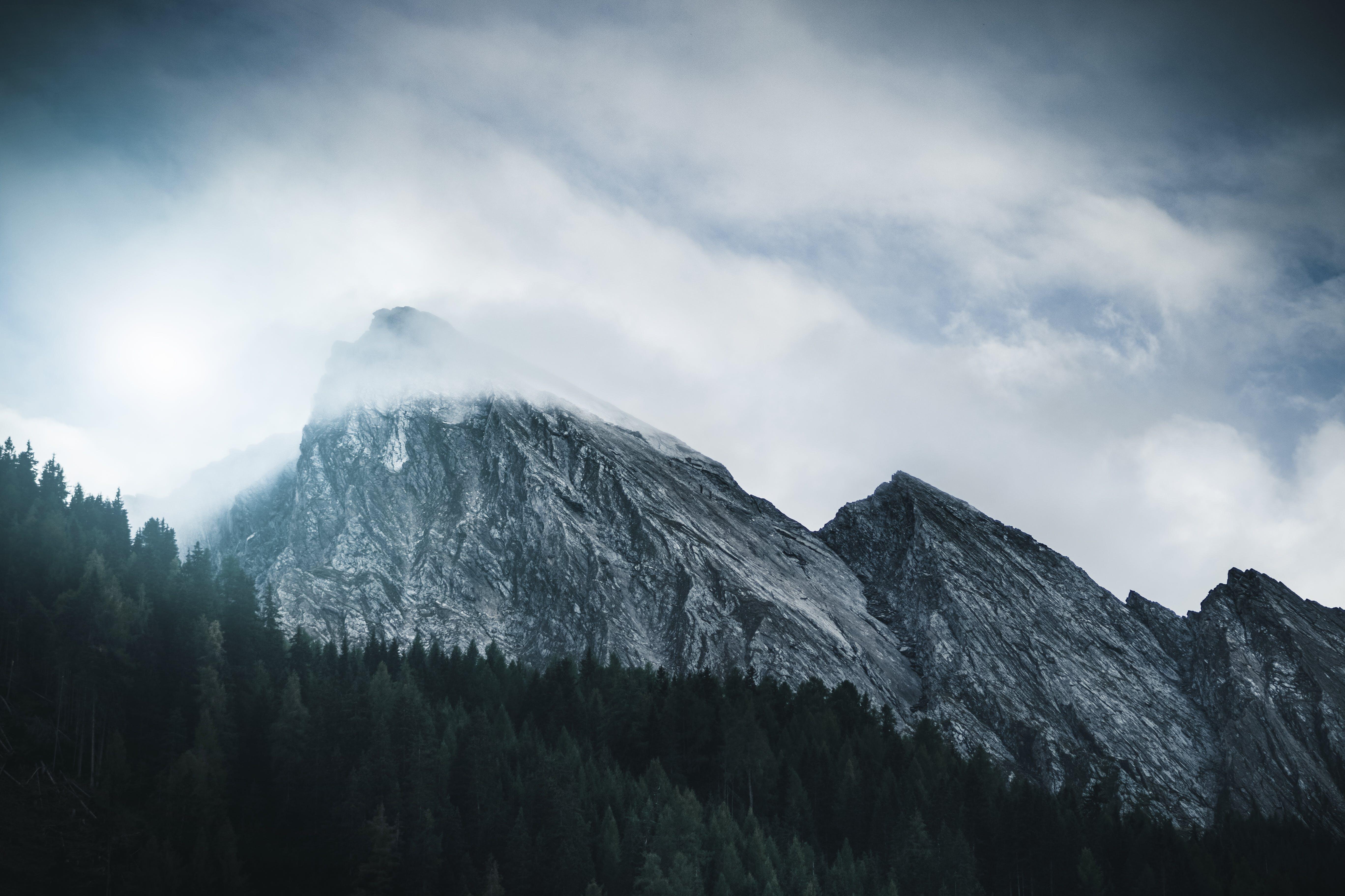 Gratis lagerfoto af bjerg, bjergkæde, bjergtinde, dal