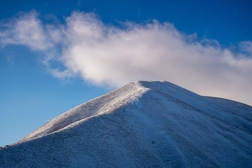Kostenloses Stock Foto zu abenteuer, berg, blauer himmel, dämmerung