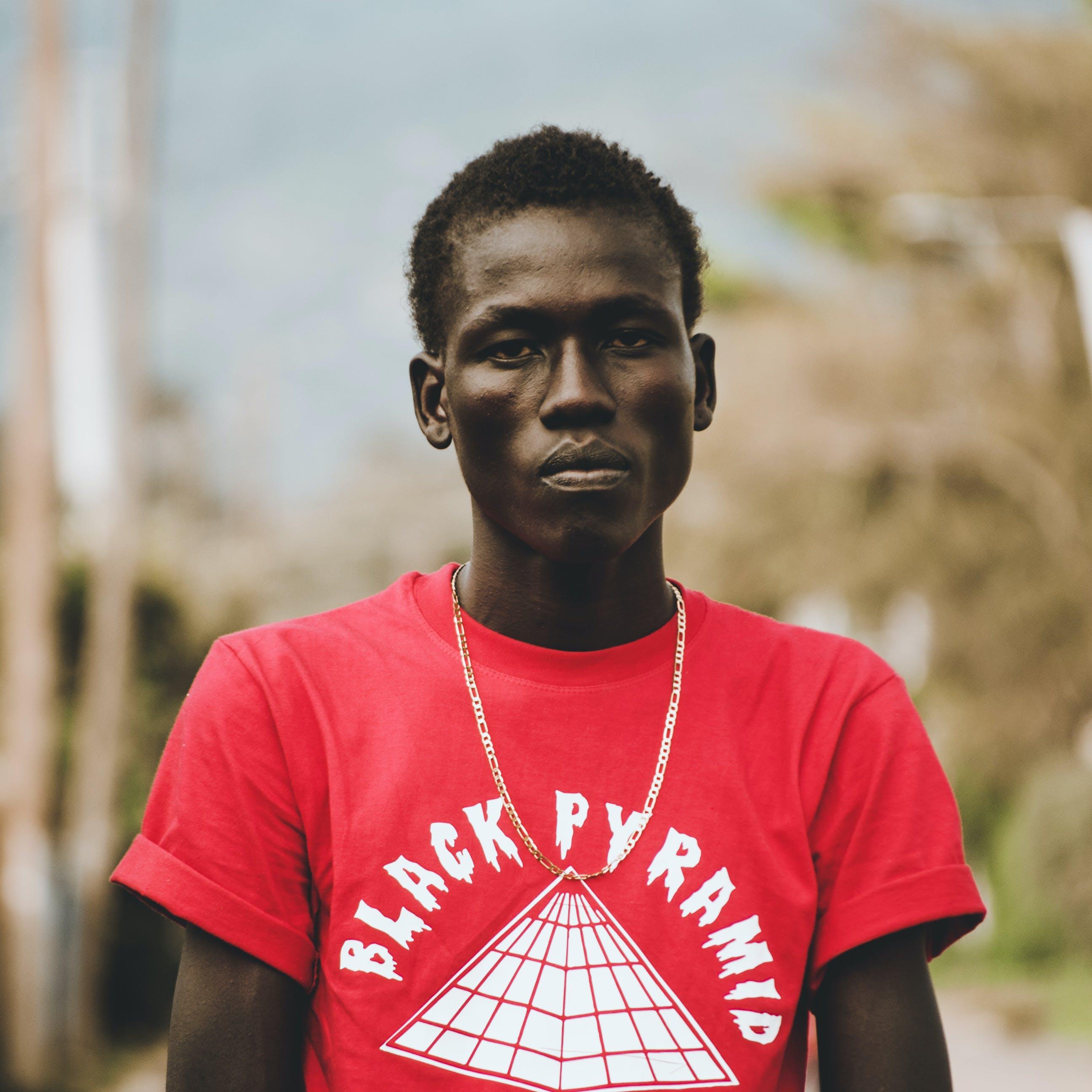 Kostenloses Stock Foto zu afrikanisch, ernst, erwachsener, fokus