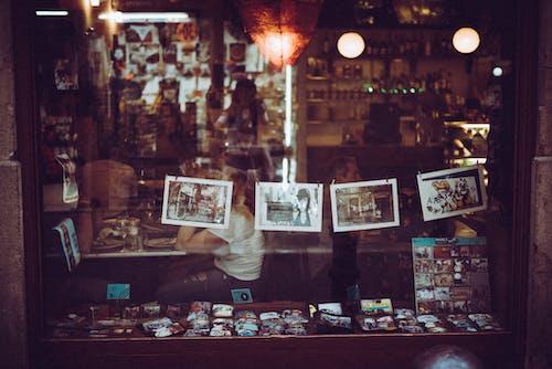 Безкоштовне стокове фото на тему «Барселона, Вітрина, Вулиця, Вулична фотографія»