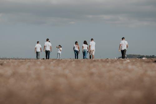 女孩, 朋友, 棕色, 沙漠 的 免费素材照片
