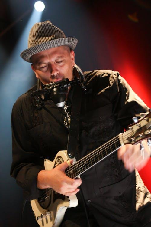 Ingyenes stockfotó álló kép, divat, elektromos gitár, előadás témában