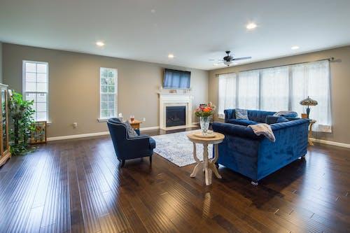 Kostenloses Stock Foto zu chillen, couch, drinnen, entspannen