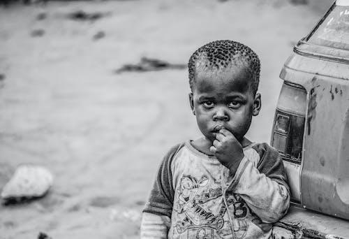 Ilmainen kuvapankkikuva tunnisteilla afrikkalaiset lapset, lapsi, mustavalkoinen