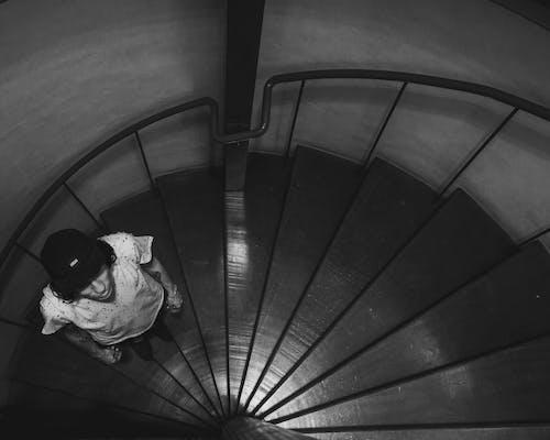 Gratis lagerfoto af b&w, perspektiv, vindeltrappe