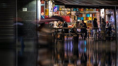 Fotos de stock gratuitas de ciudad nocturna, colorido, comida rápida, comiendo