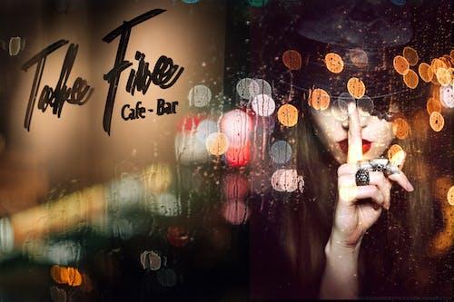 Fotos de stock gratuitas de bar cafetería, ciudad nocturna, fondo borroso, Luces de noche