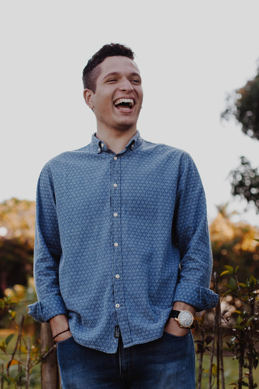 Young man laughing. | Photo: Pexels