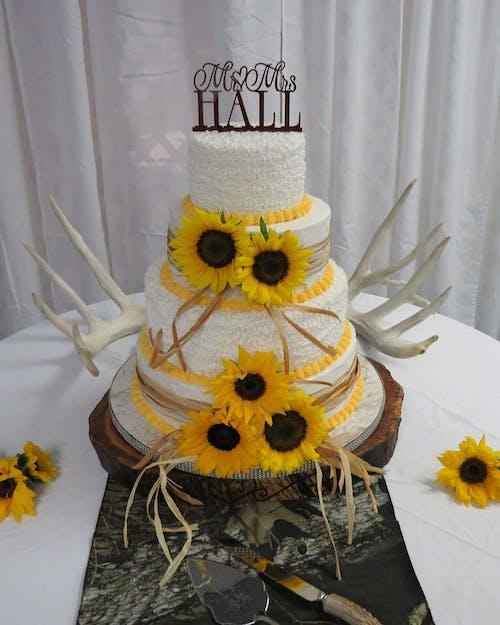 คลังภาพถ่ายฟรี ของ #wedding #wedding cake #cake #sunflower #dessert #