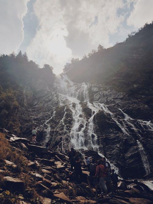 Foto profissional grátis de azul-celeste, cascata, natureza, pessoas