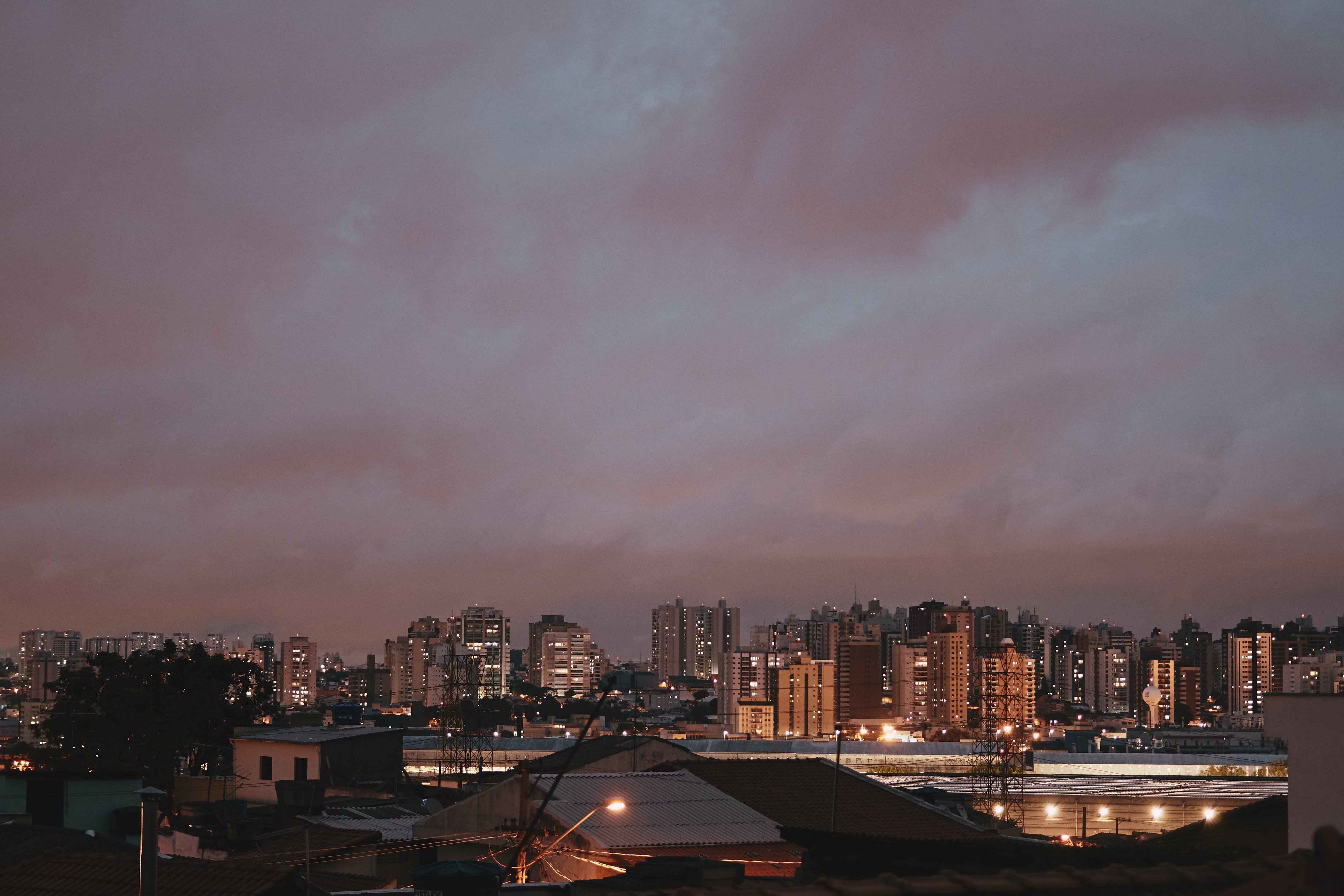 Základová fotografie zdarma na téma architektura, budovy, město, městské osvětlení