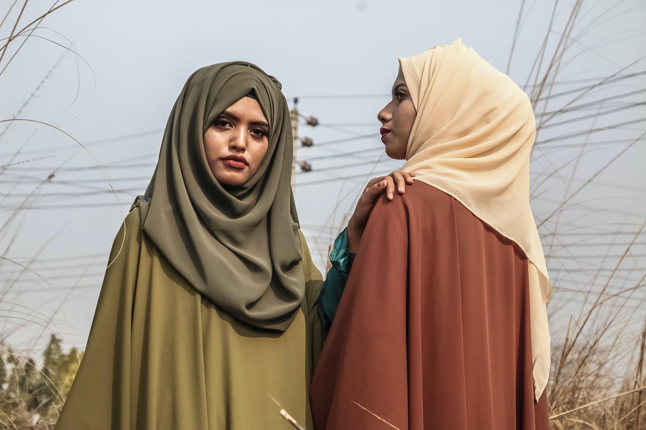 Gratis lagerfoto af ansigtsudtryk, folk, hijab, hovedtørklæde