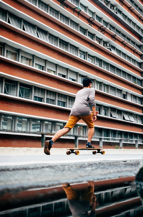 Безкоштовне стокове фото на тему «Вулиця, катання на ковзанах, ковзани, людина»