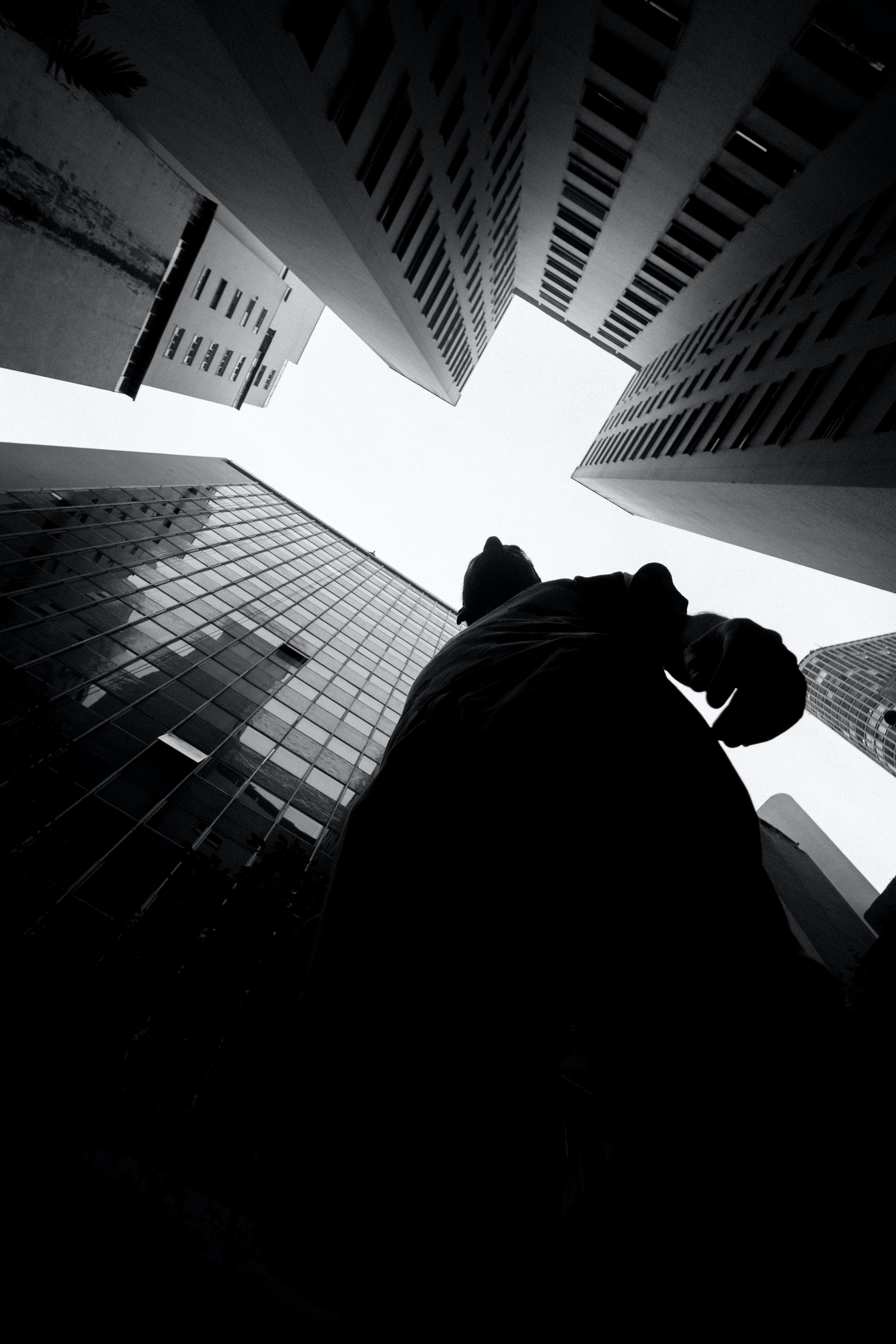 건물, 건축, 남자, 로우앵글 샷의 무료 스톡 사진
