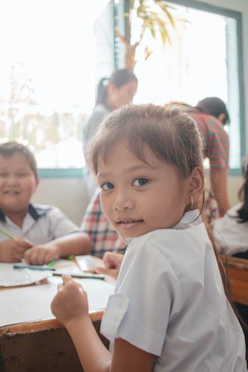 Бесплатное стоковое фото с девочка, милый, начальная школа, ребенок