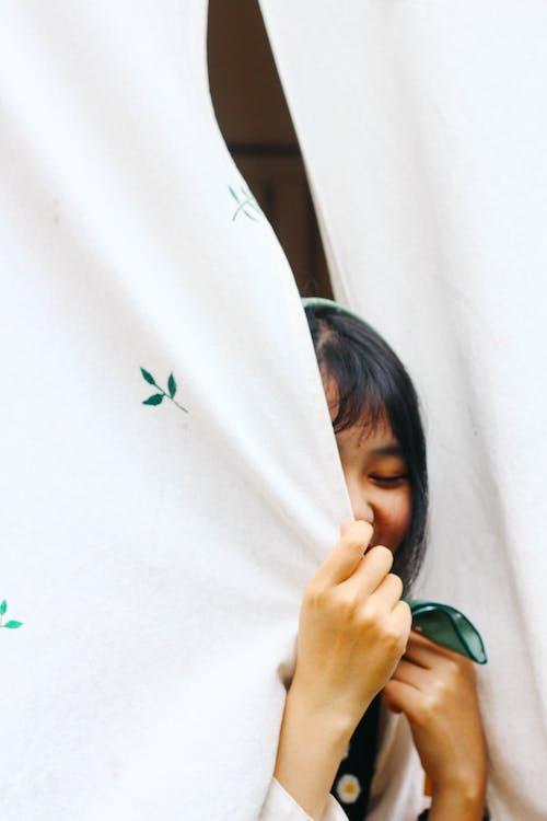 Gratis lagerfoto af gardiner, kvinde, perosn