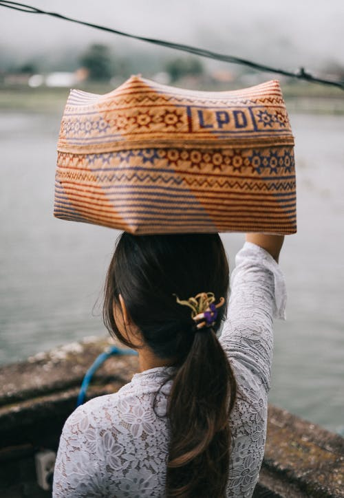 Gratis lagerfoto af bære, kvinde, person, traditionel