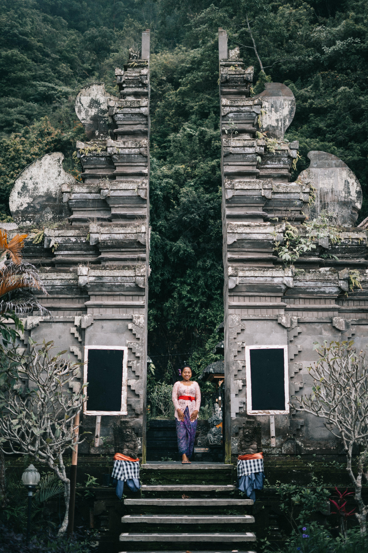 adımlar, ağaçlar, antik, Asyalı kadın içeren Ücretsiz stok fotoğraf