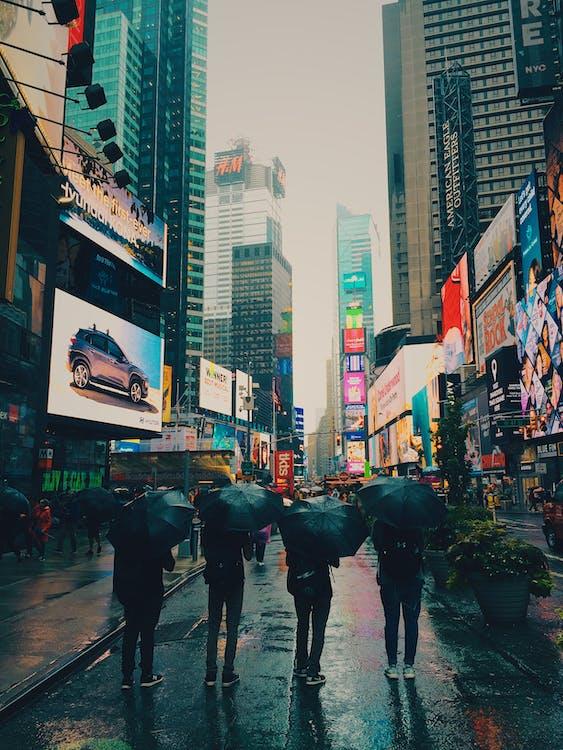 Broadway, butikker, by