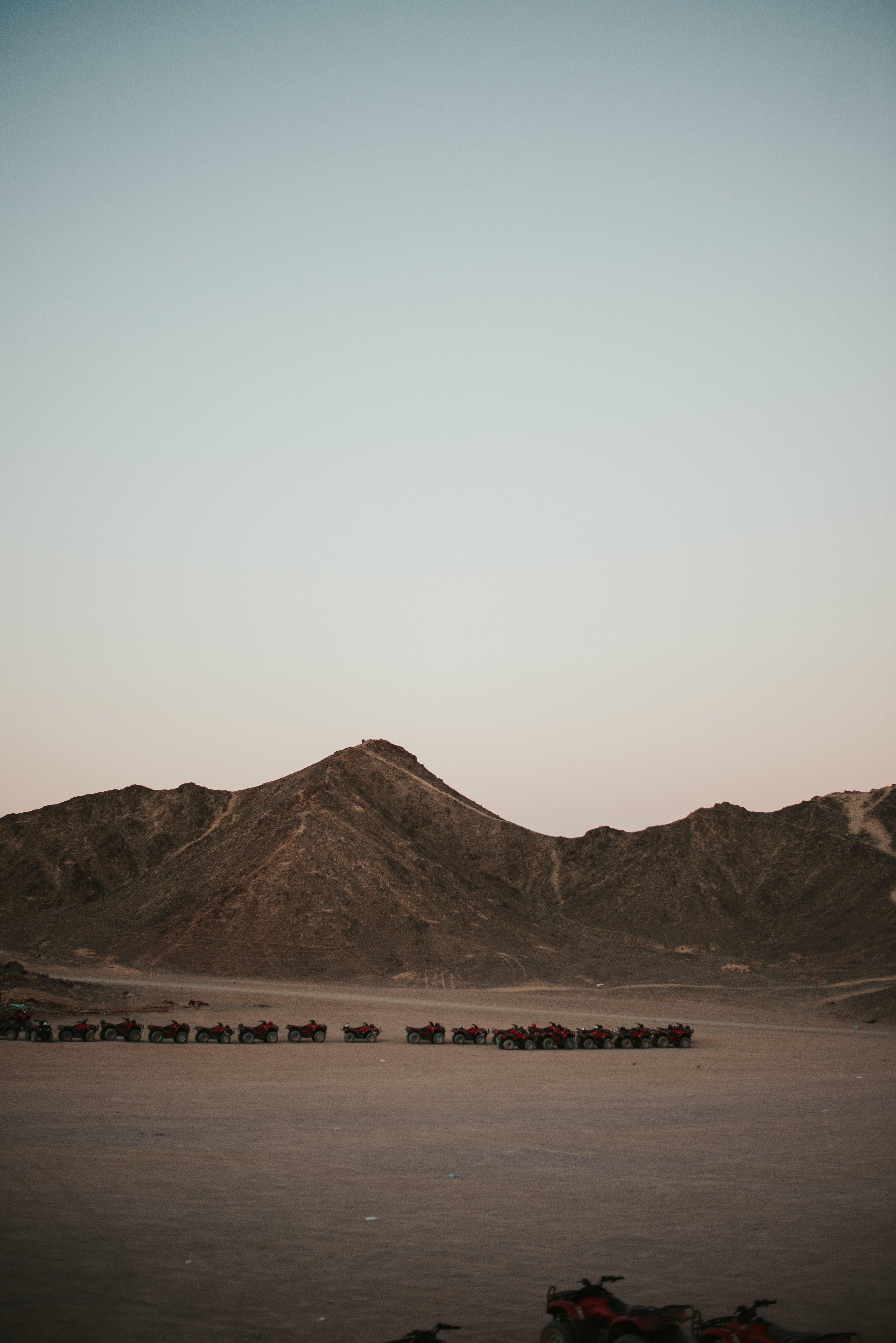 Gratis lagerfoto af bjerge, bjergtoppe, dagslys, gold