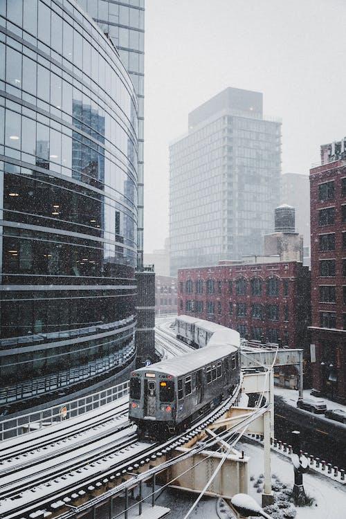 Gratis lagerfoto af bygning, downtown, tog, togbane