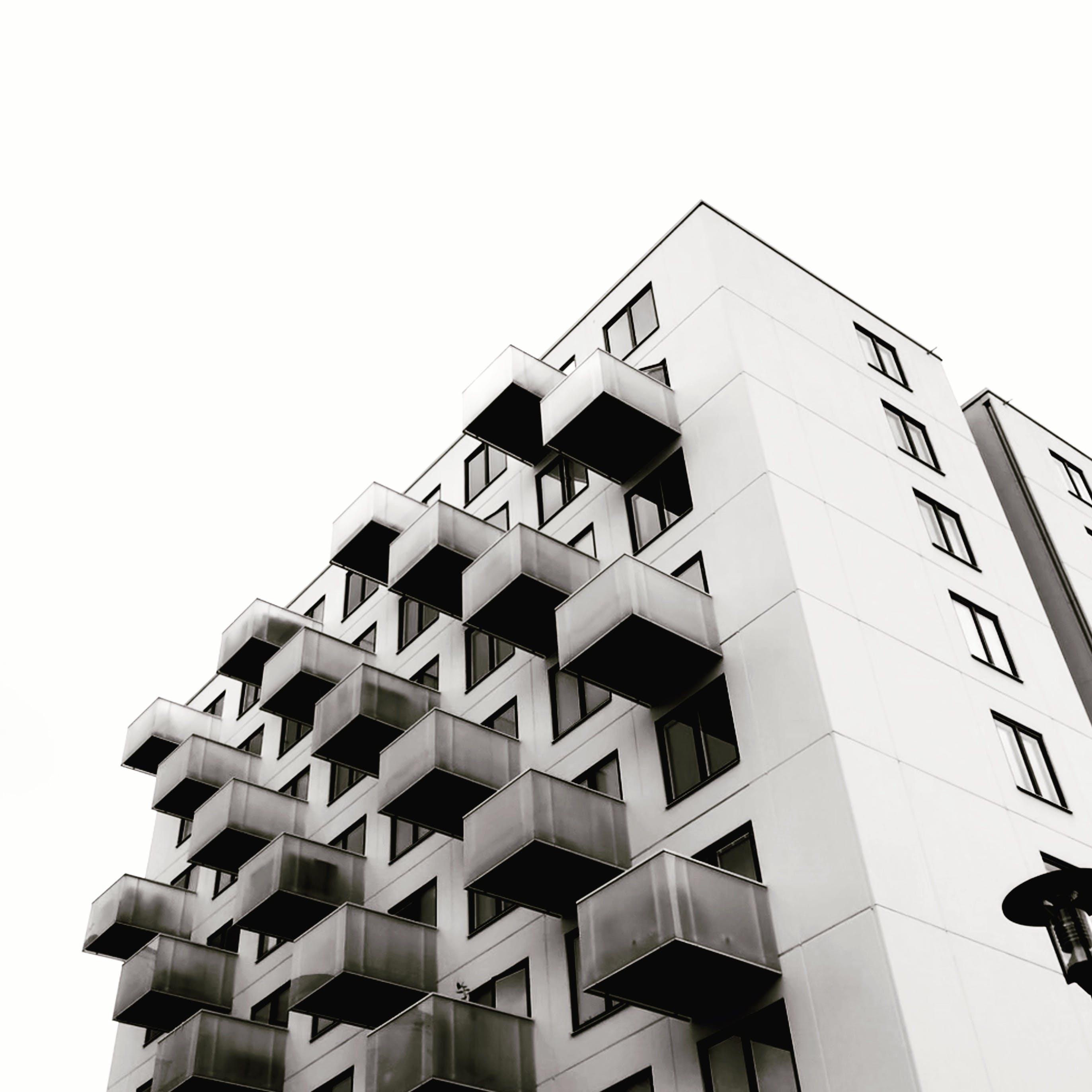 Photos gratuites de architecture, bâtiment, contre-plongée, noir et blanc