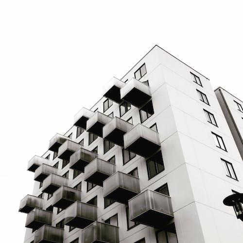 Foto stok gratis Arsitektur, bangunan, bidikan sudut sempit, gedung