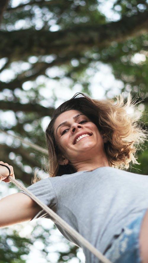 Foto stok gratis alam, ayunan, bagus, kaum wanita