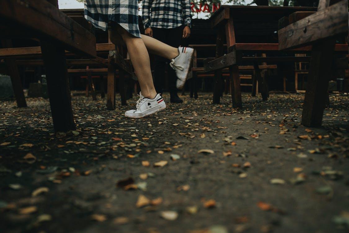 alas kaki, bangku kayu, berbayang