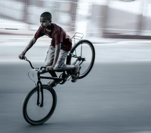Gratis stockfoto met fiets, jongen, jongetje