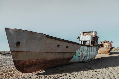 Fotobanka sbezplatnými fotkami na tému hrdzavý, loď, opustený, piesok
